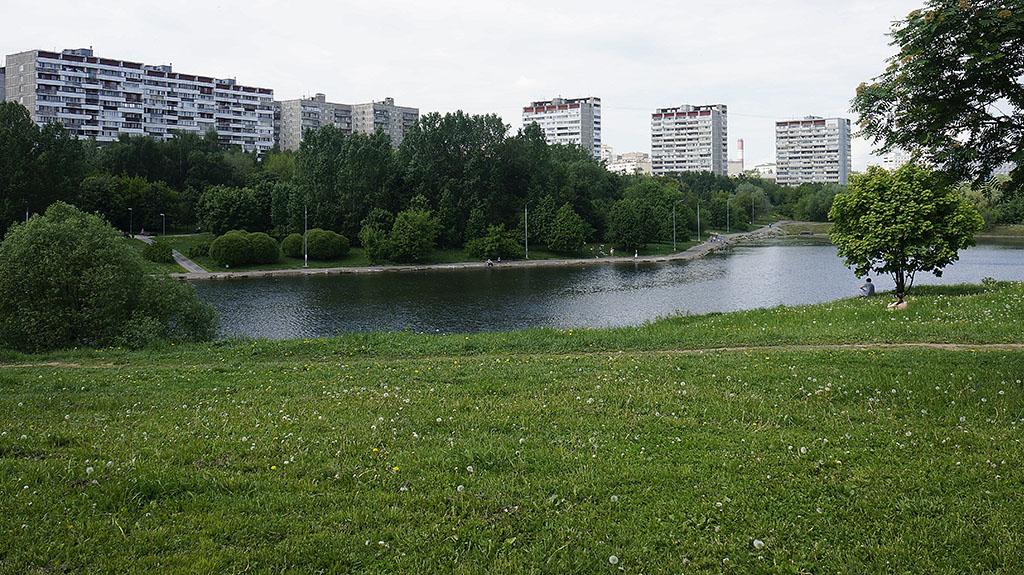moskva-bolshoj-ochakovskij-prud-majskim-dnyom-01