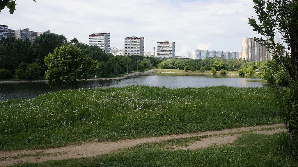 moskva-bolshoj-ochakovskij-prud-majskim-dnyom-03
