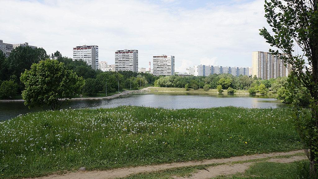 moskva-bolshoj-ochakovskij-prud-majskim-dnyom-04