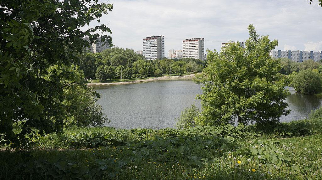 moskva-bolshoj-ochakovskij-prud-majskim-dnyom-05