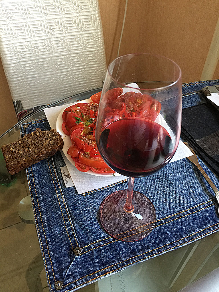 bokal-suhogo-krasnogo-vina