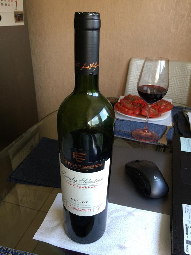 zavtrak-s-bokalom-suhogo-krasnogo-vina