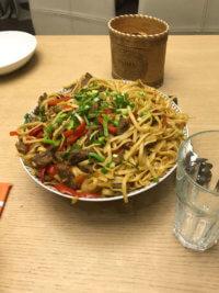 Фото - Блюдо с макаронами, мясом и зеленью