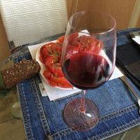 Фото бокала красного вина