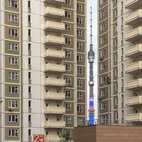 Фото - Останкинская башня в просвете домов (Москва)