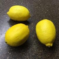 Фото - три жёлтых лимона