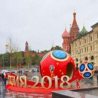 Фото - Символика Мундиаля - 2018 на Улице Варварка (Москва)